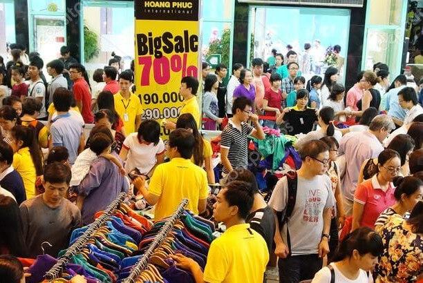 negozio pieno di clienti